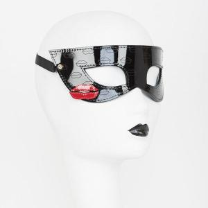 French Kiss Mask