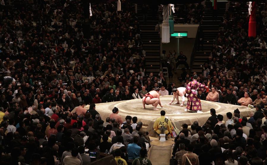 LPC官能小説第13回「もう皆、気付いてるかも……お相撲を見ながらはしたなく悶えてる姿が……」