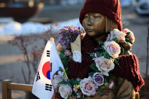 台湾の慰安婦像、足蹴にしたのは「女性の人権」