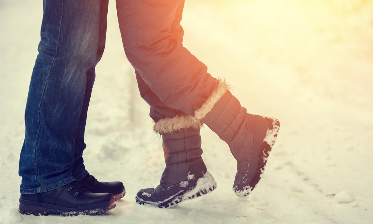 LPC官能小説最終回「……雪のせいだよ」、私の耳を甘噛みしながら、彼が言った