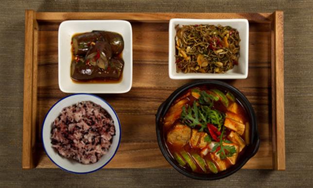 男と食べる韓国料理